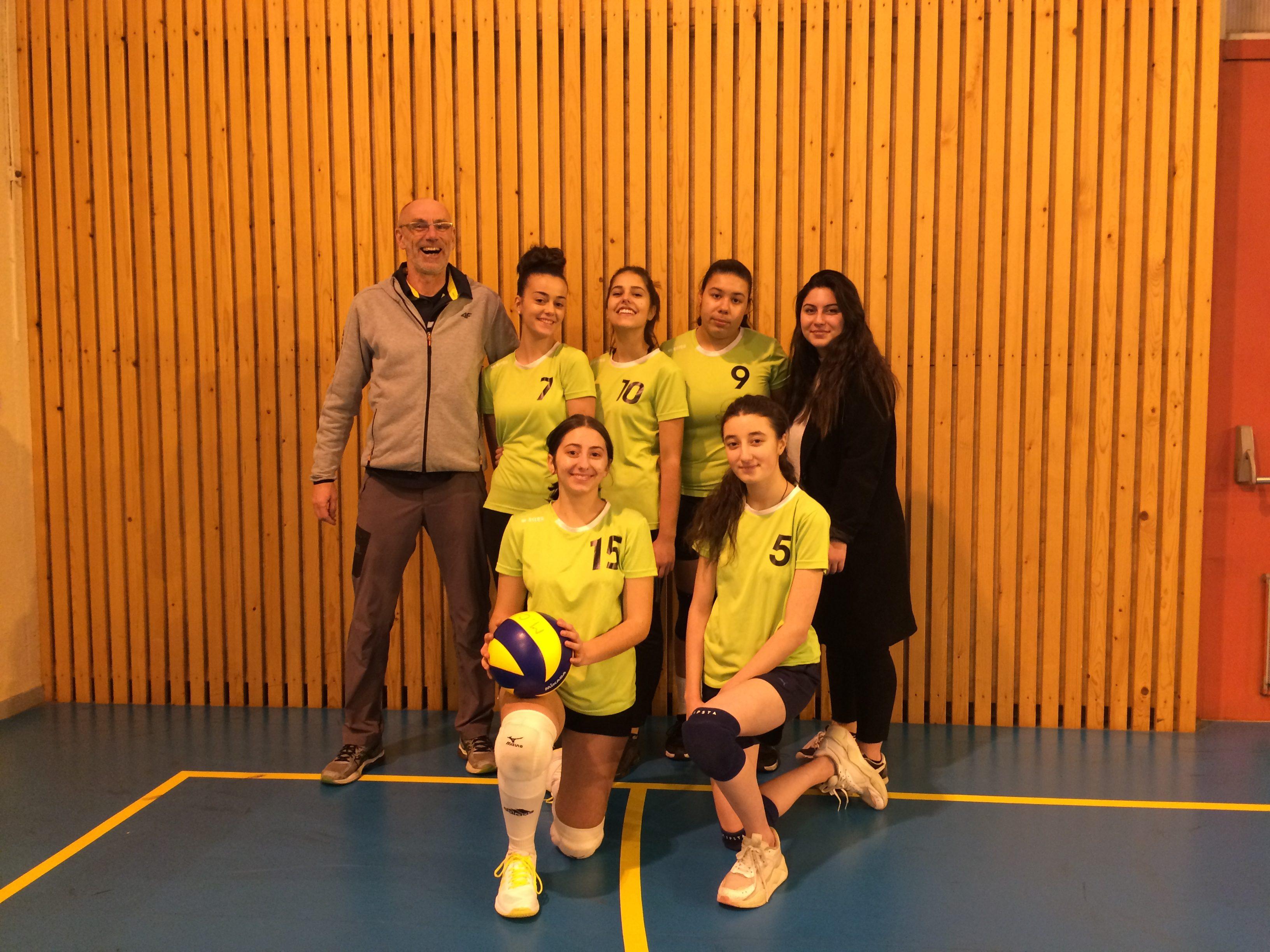 Laurie, Joana, Clara, Raziye (arbitre), Rukye et Maÿllis (2ASSP2)